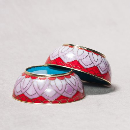 8 offering bowls covered with cloisonne, Red and Liliac color — 8 cm