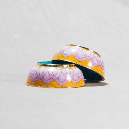 8 offering bowls covered with cloisonne, Yellow and Liliac color — 8 cm