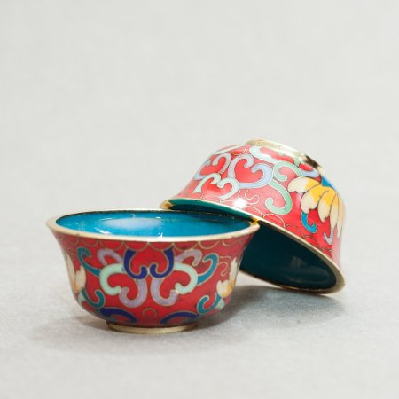Set of 8 Tibetan offering bowls covered with cloisonne, Red color — 7 cm