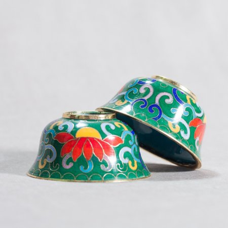 Set of 8 Tibetan offering bowls covered with cloisonne, Green color — 7 cm