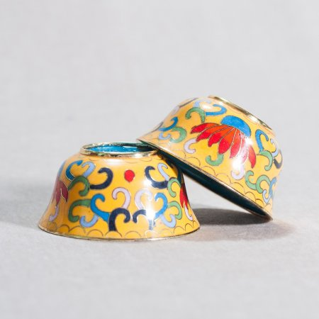 Set of 8 Tibetan offering bowls covered with cloisonne, Yellow color — 7 cm