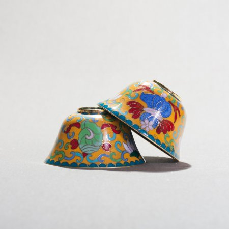 Set of Tibetan offering bowls decorated with cloisonne — 9.5 cm