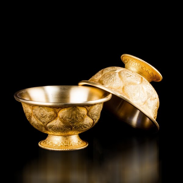 Set of 7 Tibetan offering bowls made from tombac for water offering : buy from our perfect buddhist altar — DharmaCraft