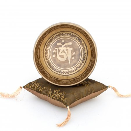 """Himalayan Singing Bowl decorated with mantra """"Om Mani Padme Hum"""" - Diameter 16.5 cm / 6,5 inches. High quality mix of 5 metals."""